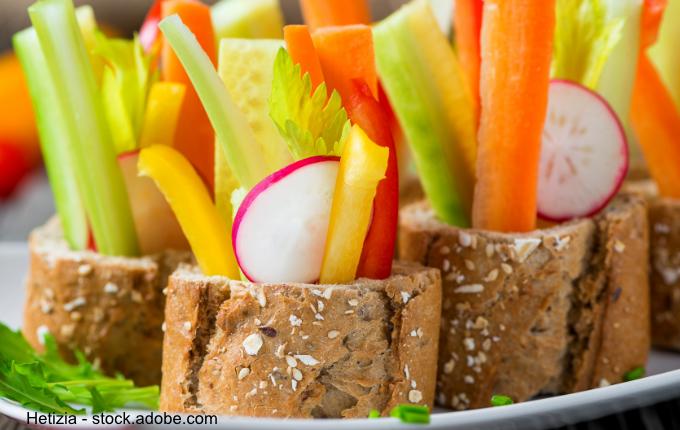 veganes Fingerfood aus Brot und Gemüse