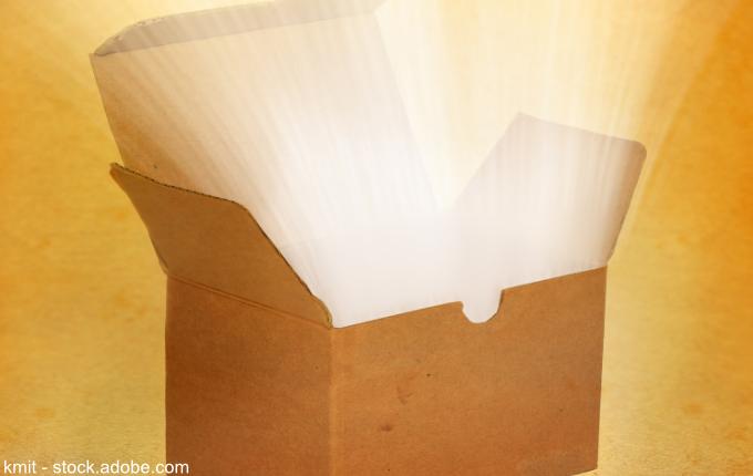 offene, leuchtende Kiste