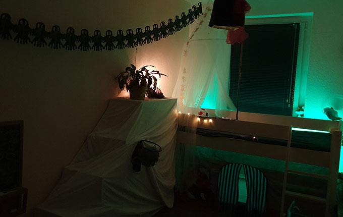 Kinderzimmer mit Halloween Deko
