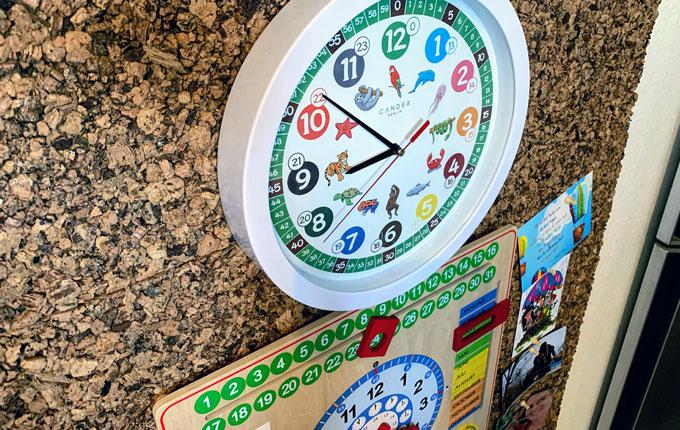 Kinderuhr und Kalender