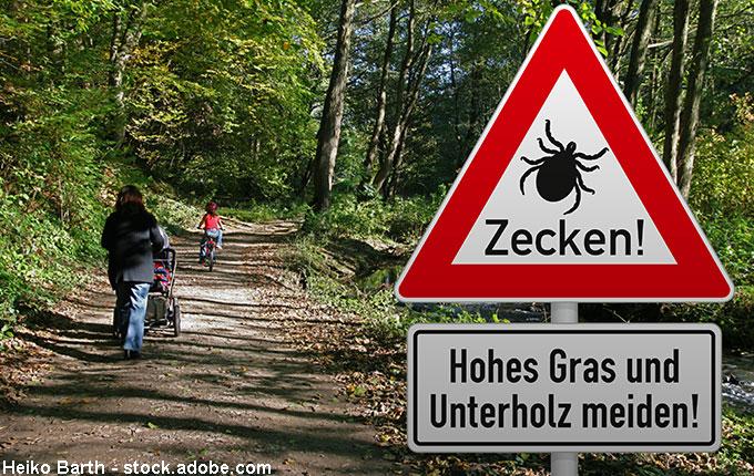 Waldspaziergang mit Zeckenwarnung