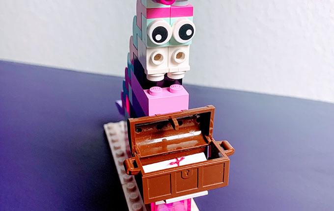 Legostein Einhorn mit Schatztruhe und Brief